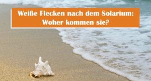 Weiße Flecken nach dem Solarium, Strand und Meer mit einer weißen großen Muschel im Sand